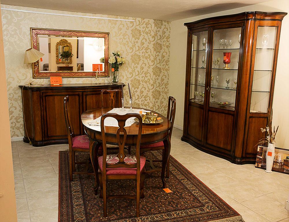 Sala da pranzo classica marcoaldi arredamenti for Oggettistica classica per la casa